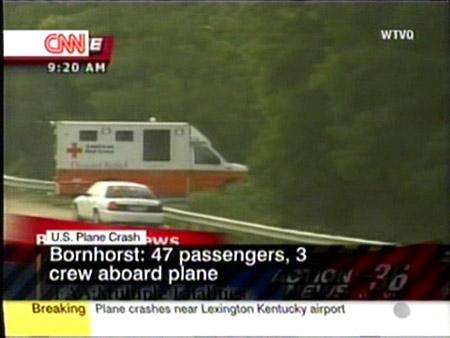 图文:美国救援人员赶赴坠机现场