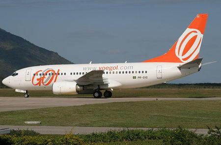 一架小飞机与波音737相撞后成功降落(图)