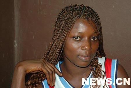 """组图:非洲女孩的""""百辫发型"""""""