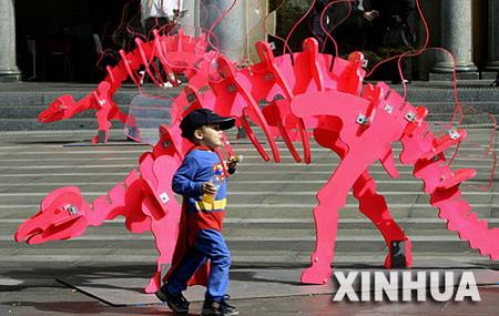 图文:悉尼艺术节恐龙模型