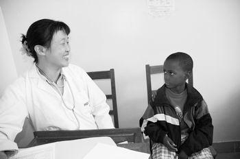 中国针灸医好非洲公主