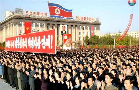平壤悬挂标语旗帜庆祝跻身核国家行列(图)
