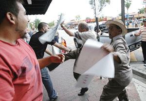 卡斯特罗抗议者在美国迈阿密公园集会(图)