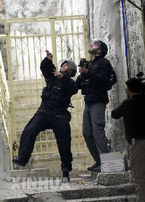 以色列警察与巴勒斯坦人在圣殿山发生冲突(图)