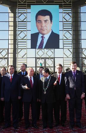 土库曼斯坦代总统正式当选为新总统(组图)