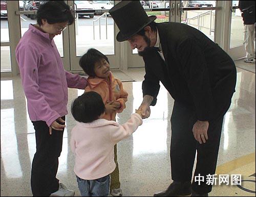 旅美华人欢度美国总统日 缅怀邓小平(图)