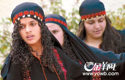 巴勒斯坦少女庆祝儿童节(图)