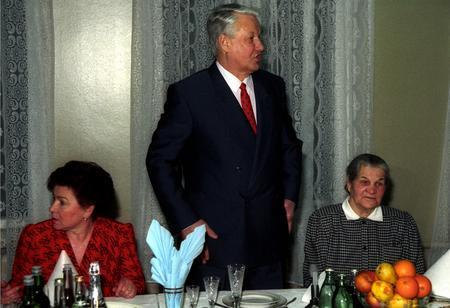 资料图:俄罗斯前总统叶利钦招待客人