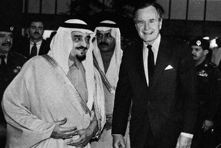 资料图片:法赫德与美国前总统布什