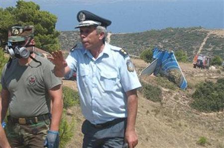 图文:塞浦路斯客机坠毁现场警察和救援人员