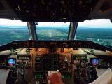 资料图片:麦道80驾驶舱