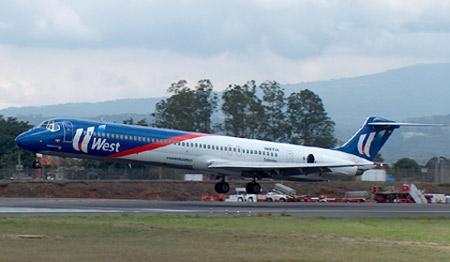 图文:西加勒比海航空公司麦道MD-82飞机起飞