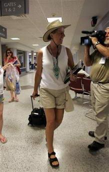 图文:反战母亲在机场