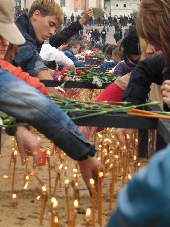图文:纪念别斯兰第一学校人质遇难一周年