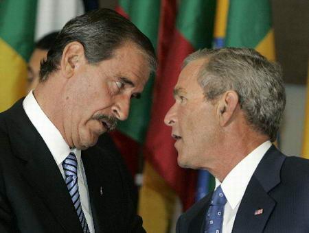 福克斯/墨西哥总统福克斯与美国总统布什交谈