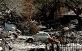 图文:居民区的街道被飓风留下的垃圾堵死