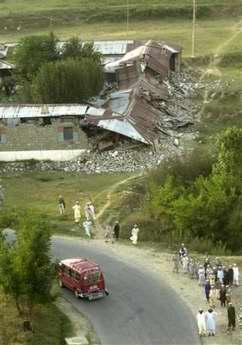 图文:在地震中毁坏的巴基斯坦村庄