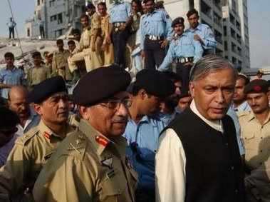 图文:巴基斯坦总统总理前往灾区视察