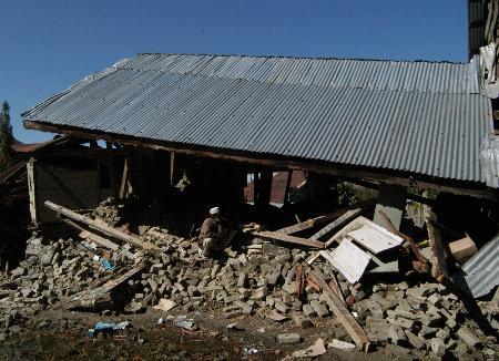 图文:地震造成克什米尔地区损失惨重