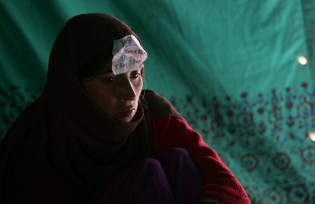 图文:巴基斯坦已有约5万人在地震中丧生