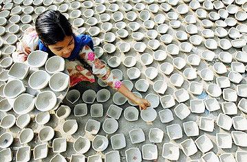 女生:印度宗教v女生陶制灯庆祝女孩节日心灵鸡汤的图文对与图片