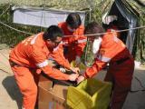 图文:中国医护人员利用废旧药箱制作垃圾箱