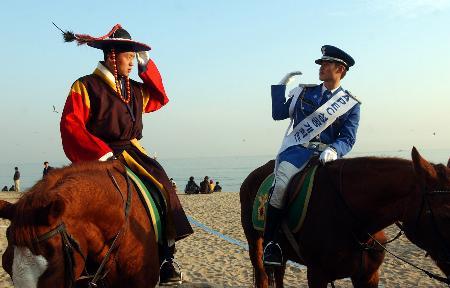 图文:釜山骑警助阵APEC