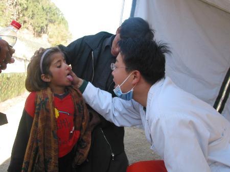 组图:中国救援队灾区开诊的最后一天