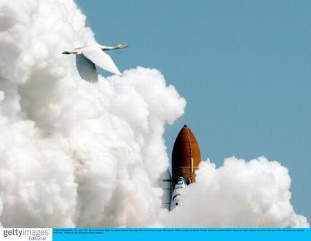 圖文:美國發現號航天飛機發射升空