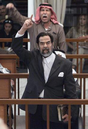 圖文:薩達姆嚴厲指責伊特別法庭