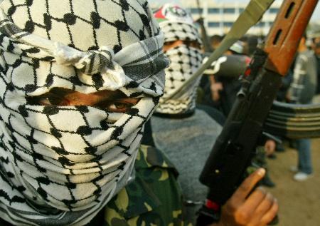 图文:巴阿克萨烈士旅成员在加沙北部举行集会