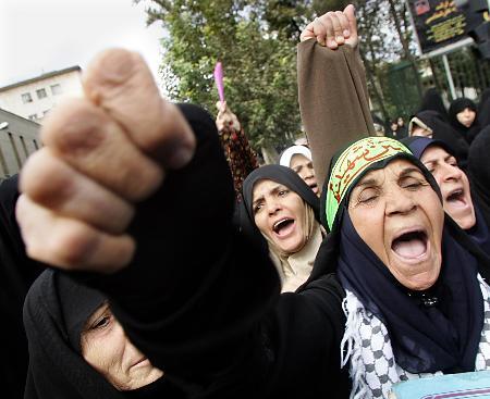 图文:示威者高喊反美口号