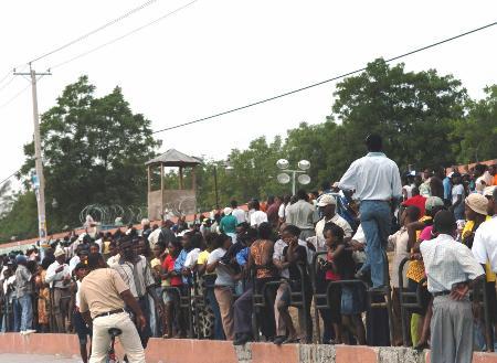 图文:海地大选开始投票(2)