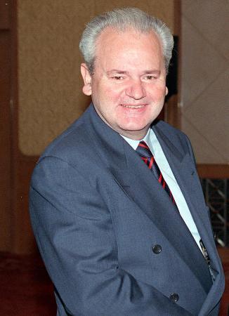 资料图片:1997年11月的米洛舍维奇