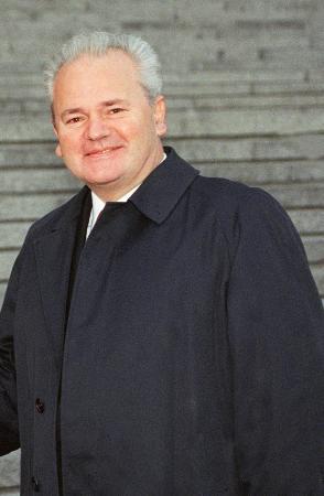 资料照片:1997年11月13日的米洛舍维奇