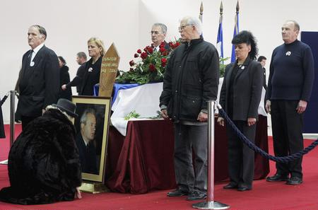 组图:塞尔维亚民众瞻仰米洛舍维奇遗容
