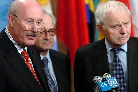 图文:英法德常驻联合国代表接受记者采访