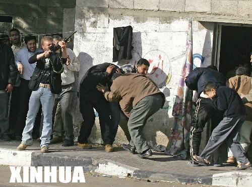 组图:巴勒斯坦武装人员与安全机构人员发生枪战