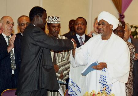 图文:苏丹政府和达尔富尔反政府武装签署和平协议(2)