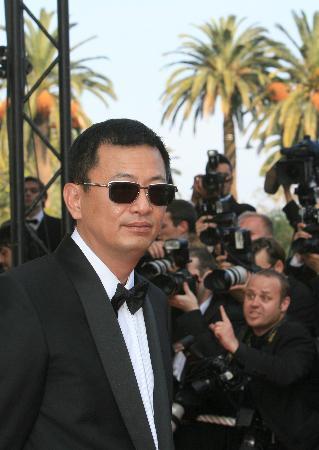 图文:戛纳电影节开幕:王家卫走上红地毯(3)