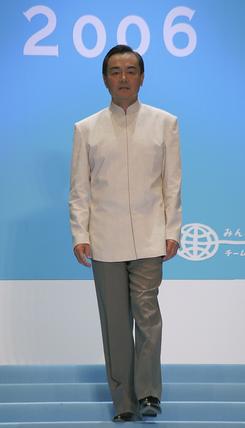 组图:亚洲各国高官出席清凉时装发布会