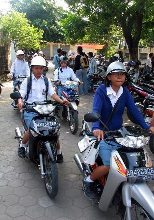 图文:印尼班图尔地震灾区部分学校复课(7)