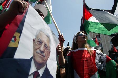 图文:法塔赫举行集会呼吁巴勒斯坦民众支持全民公决(1)