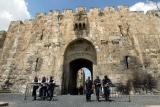 图文:以色列军警在耶路撒冷老城狮子门外戒备