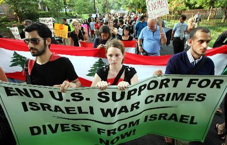 图文:以色列驻美大使馆周围数百名美国民众示威
