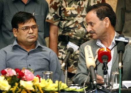 组图:尼泊尔政府与反政府武装达成一致