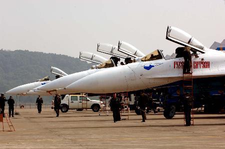 图文:第六届中国(珠海)国际航空航天博览会开幕(2)
