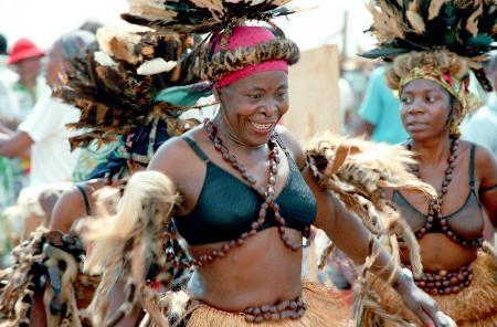 图文:喀麦隆民间舞蹈资料照片