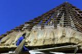 图文:莫桑比克工人搭建的一幢别墅的屋顶