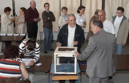 组图:法国举行总统选举第一轮投票